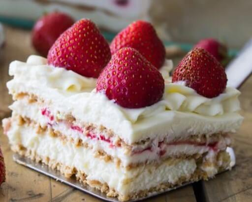 Photo of strawberry cake cheesecake