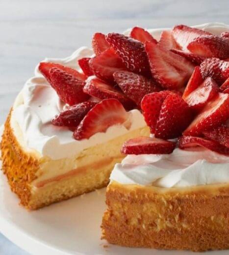strawberry cake cheesecake